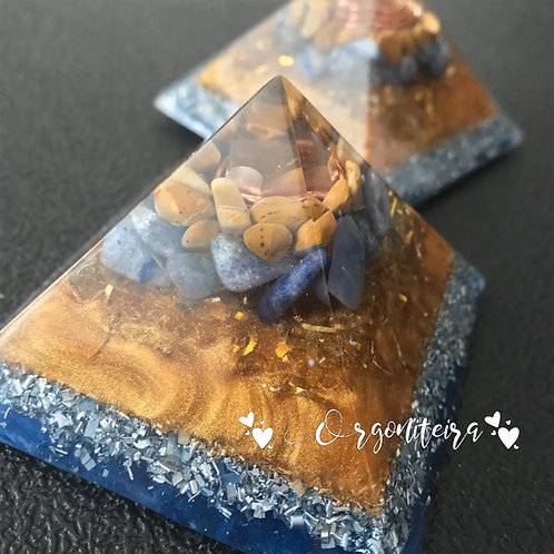Orgonite Pirâmide Queops Sodalita com Jaspe amarelo