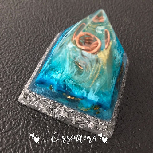 Pirâmide Orgonite Cianita azul com quartzo azul