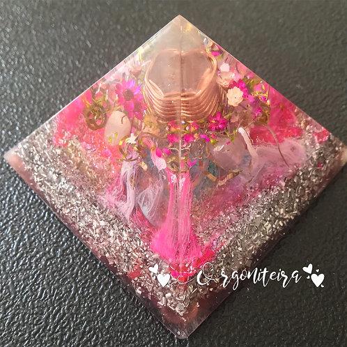 Orgonite Pirâmide Média Queóps Quartzo rosa