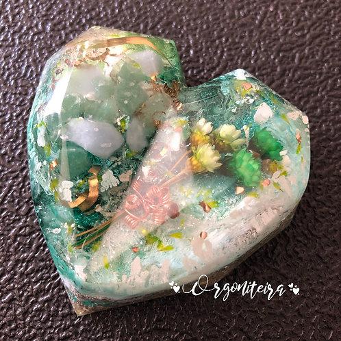 Orgonite Coração 3D Angelita com Quartzo verde