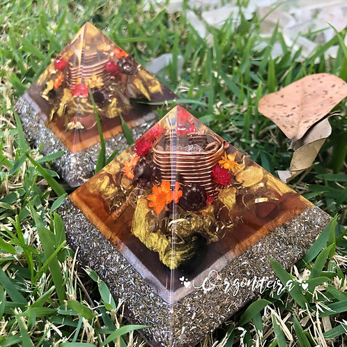 Pirâmide Queops Turmalina Negra com Jaspe vermelho