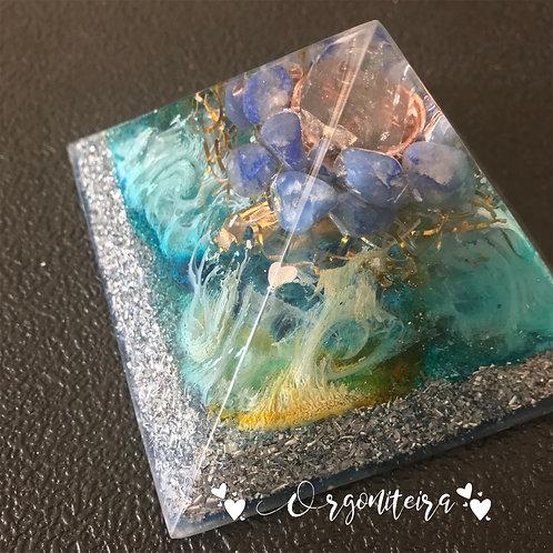 Orgonite Pirâmide Média Queóps Quartzo azul com Cianita azul