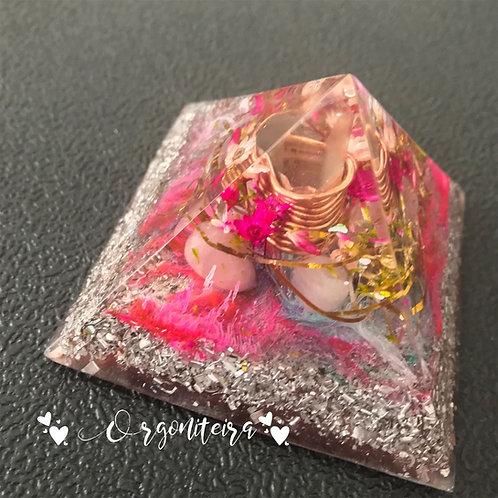 Orgonite Pirâmide Queops Quartzo rosa