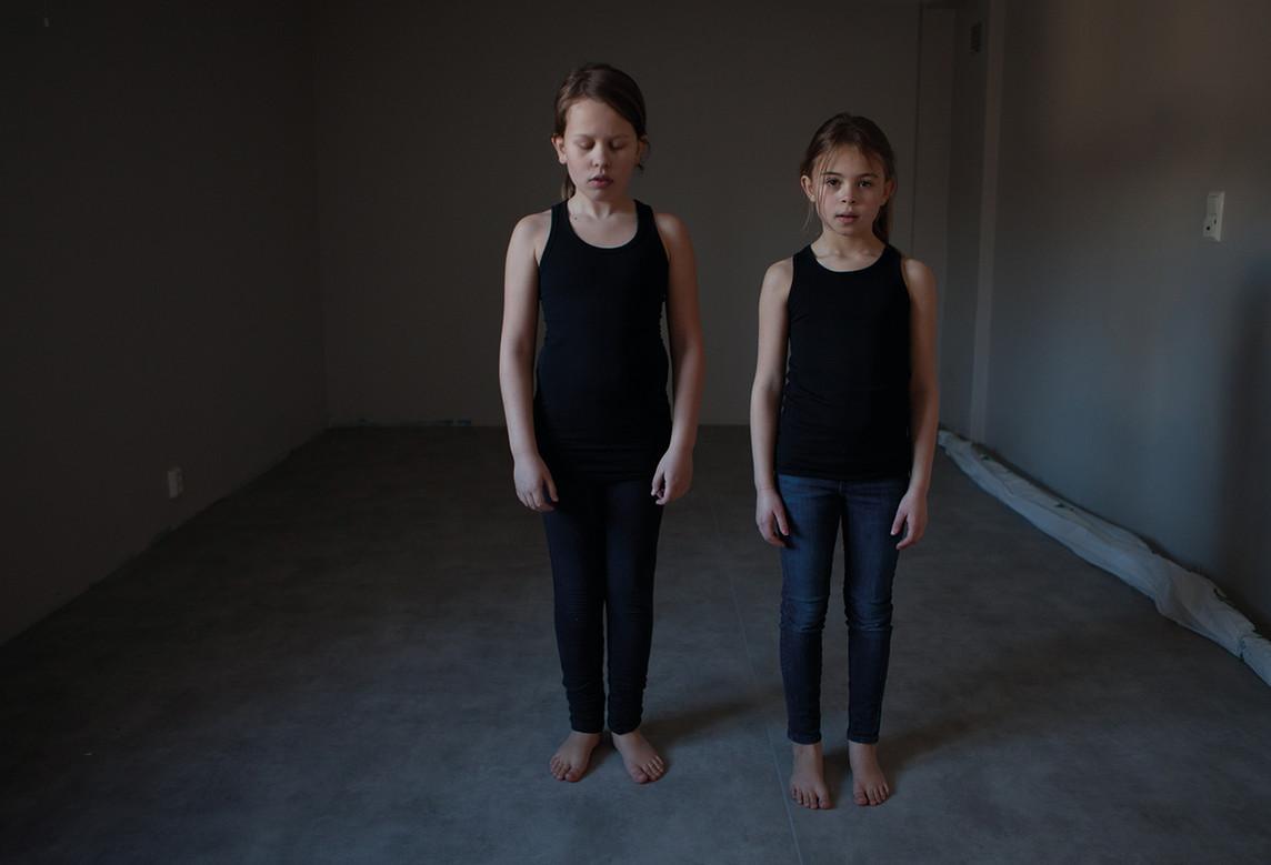 human behavior -Girls in a studio-72.jpg