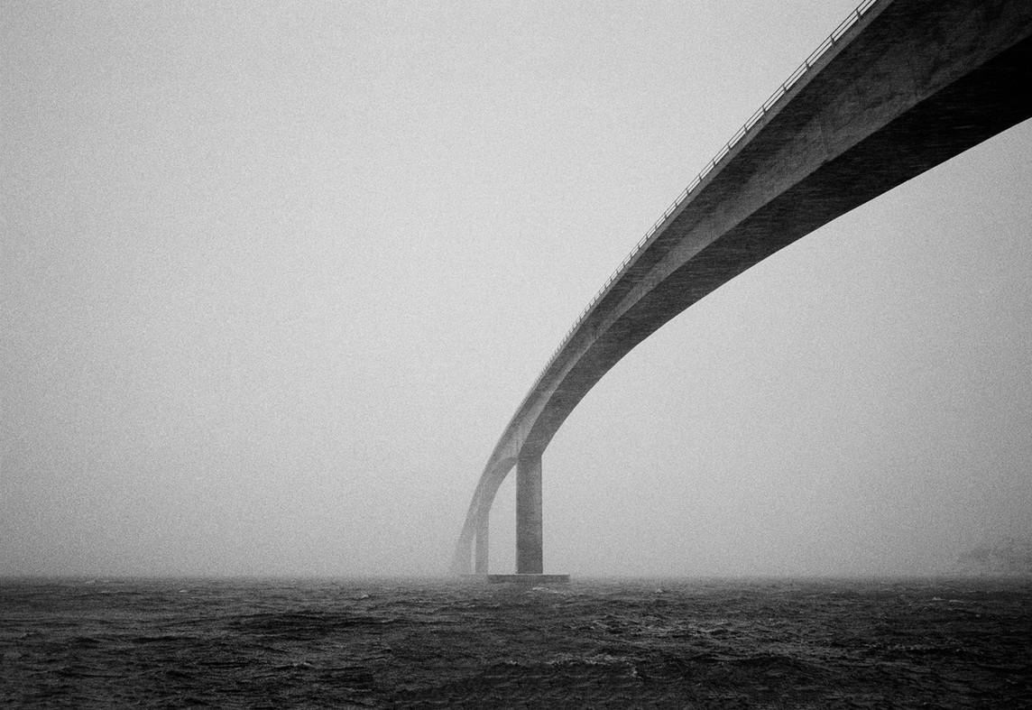Gimsøybrua_Gimsoy_bridge_2002.jpg