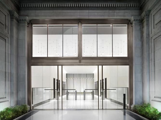 200 Fifth Avenue_Exterior (Lobby).jpg