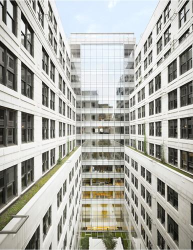 200 Fifth Avenue_Exterior (Courtyard).jp