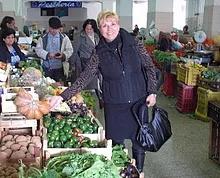 Marie shopping at an Italian market