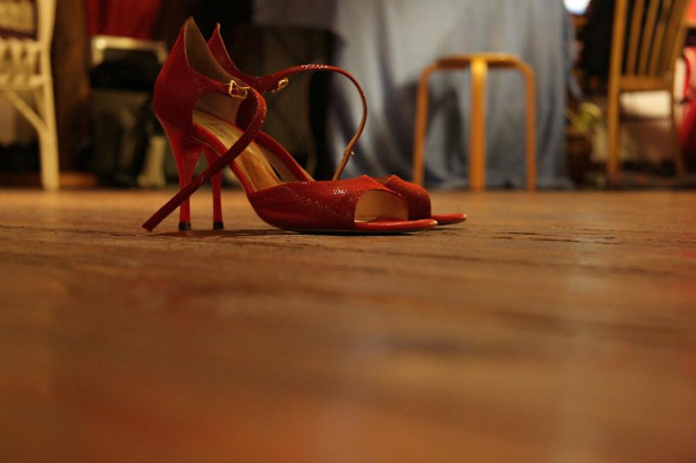 high-heeled-shoes-285661_1280