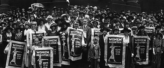 440px-League_of_Women_Voters_rally_in_St._Louis_Missouri_Sept_13,_1920.jpg