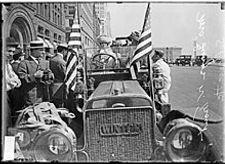 Drives suffragist through Chicago.jpg