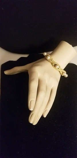 1950's faux pearl and crystal gold tone cocktail bangle bracelet w/faux pearls