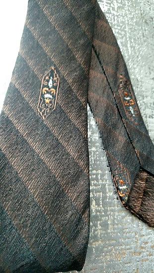 1950s vintage skinny tie with Crest design