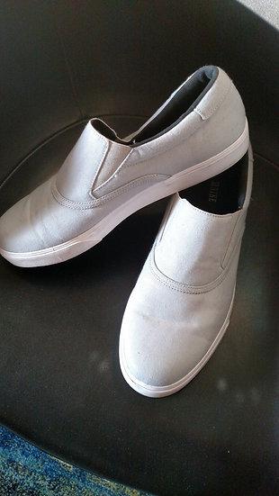 Nike skater sneakers in light grey slip on