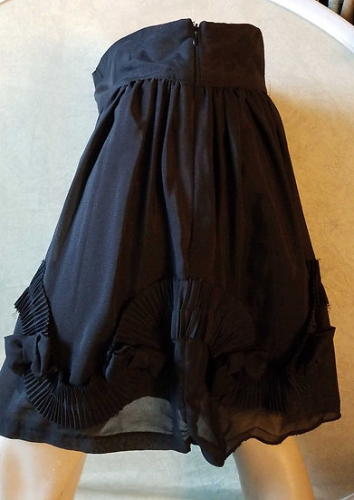 Skirt in black with Ruffled bowtie detailing