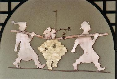 Décoration murale en cuivre, vignerons. 60 cm.