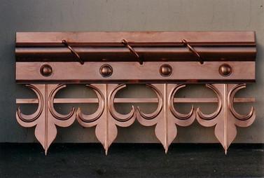 Frise en cuivre. Ce type de décoration se place généralement au bas des toits de vérandas ou d'avant-toits.
