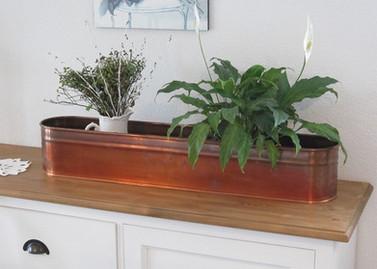 Jardinière en cuivre de 91 x 17 cm. et haut. 15 cm.