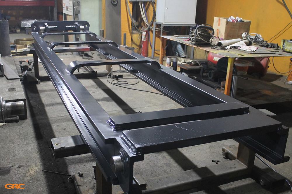 Внутренняя секция мачты вилочного погрузчика после ремонта