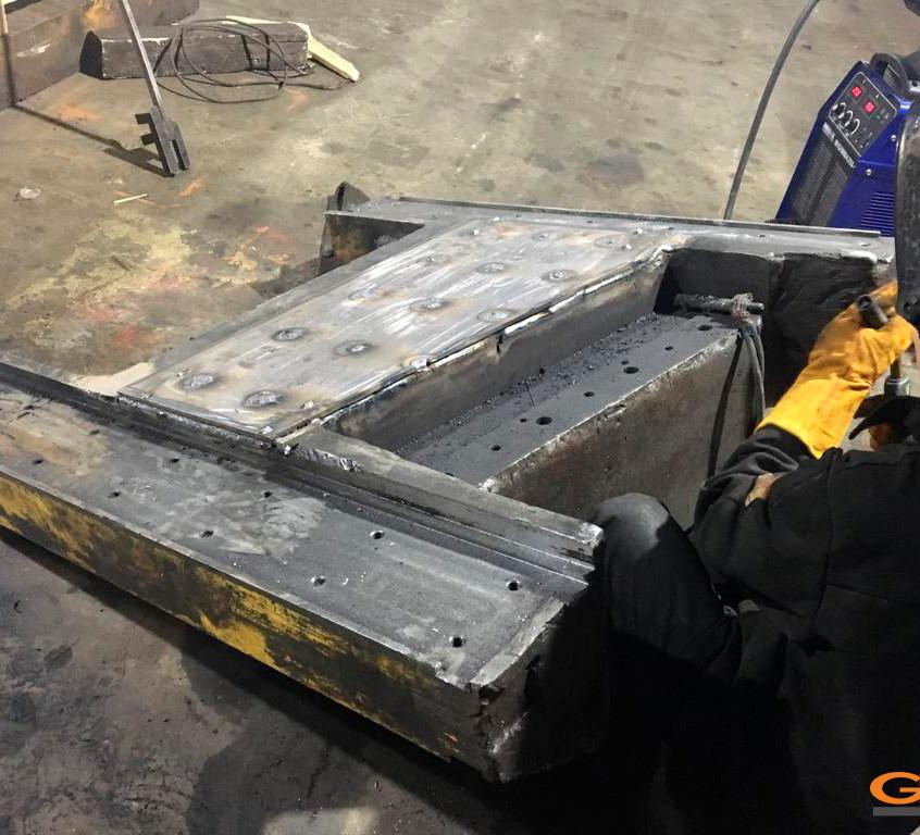 Обваривание новой лобовой пластины