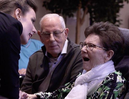 ouderen, alzheimer, dementie, muziek, muziekgeluk, eenzaamheid, activiteit, zorginstelling, liefde, muziektheater, theater, samenzijn, activiteitenbegeleider