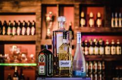 alcohol-bar-bartender-340996.jpg