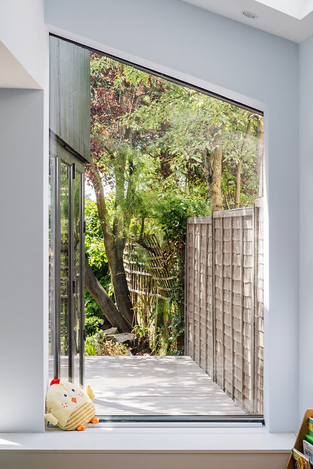 House extension with frameless glass window