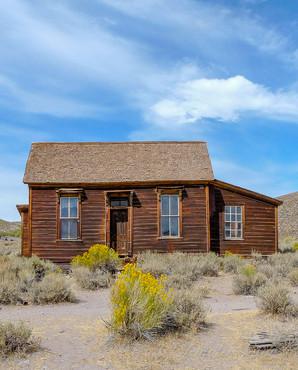 california-Bodie-ghost-house-on-prairie-