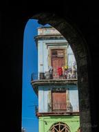 Cuba-view-through-the-archway-Havana _Je