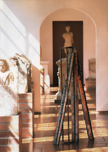 02_Haus, 1991, Stahl, geschnitten, H 157