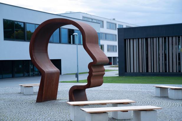 10_Junge Denker, 2002, Detail. Stahl, Hö