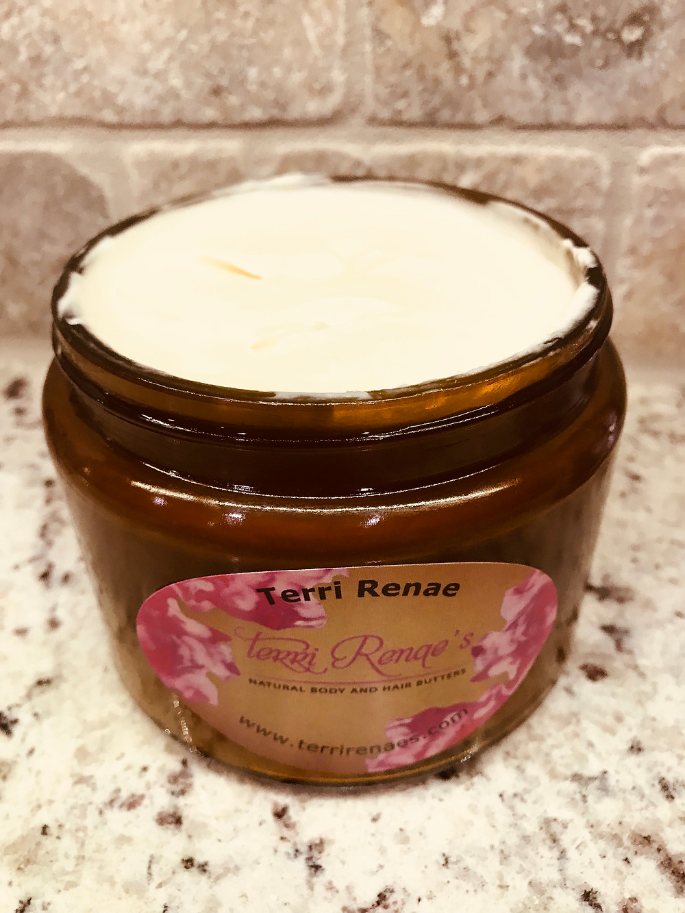This body butter is full of rich nutrients and antioxidants! All my butters are multi functional all in one jar!!