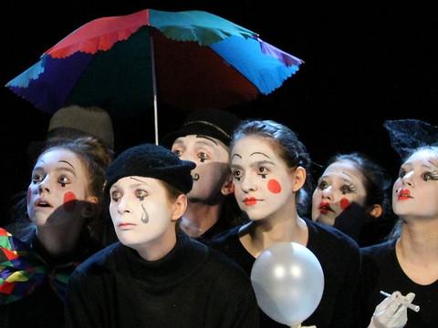 О присвоении звания «Ведущий творческий коллектив города Москвы» творческим коллективам КЦ «Онежский