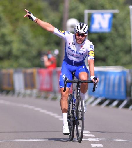 Eerste Belgische profkoers na corona, meteen raak voor Deceuninck-Quick.Step: Sénéchal soleert naar