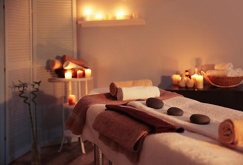 candle-lit-massage-room_140560318.jpeg