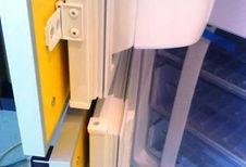 Почему не закрывается дверь встроенного холодильника