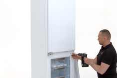 Как определить сломанные петли встроенного холодильника