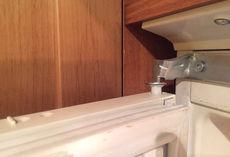 Почему не закрывается дверь холодильника