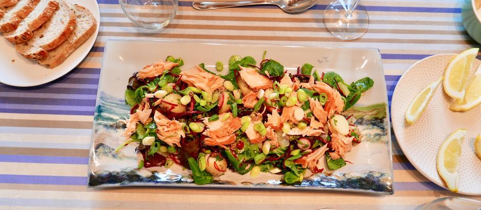 Salade de saumon fumé rôti écossais avec vinaigrette au piment et au citron