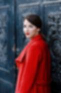 Schaupielerin, Charakterdarsteller, München, talentiert, rote Lippen, roter Mantel, historisch