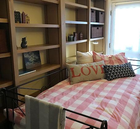 Downstairs bedroom, twin