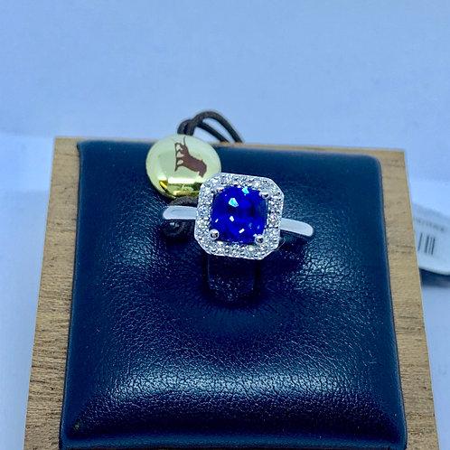 Anello in oro bianco con diamanti e zaffiro