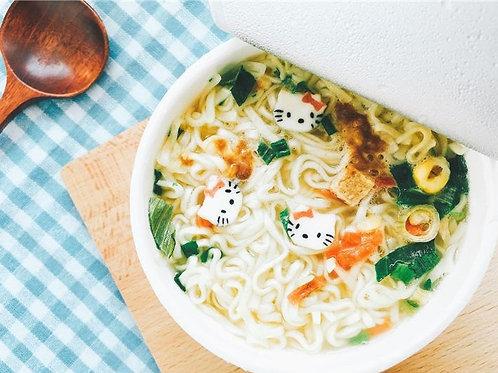 DOLL010 (香港製造)KITTY公仔日式咖哩小杯湯麵 1杯
