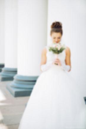 Нежный и утонченный образ похож на свадебный букет. Во внешнем облике читается гармония и умиротворение.