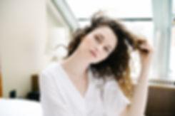 Вьющимся волосам срочно требуется красивая укладка