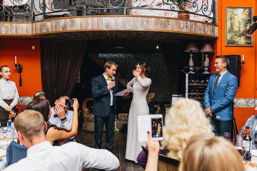 Забавный снимок подготовки жениха к свадебному дню.