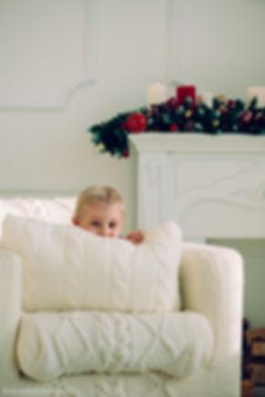 Дети всегда игривы, если их растормошить, то в результате получаются милые и смешные снимки.