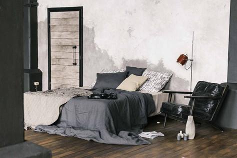 Кровать можно использовать для съемки постельного белья, лавстори, будуарной фотосессии.