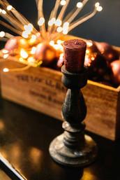 Много мелкого реквизита новогодних зон помогут создать собственные локации и украсить ваши фотоснимки.