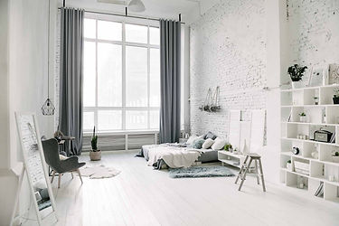 Вы можете арендовать фотостудию с кроватью. Нежные пастельные тона отделки и большое количество естественного света сделают Ваши кадры воздушными.